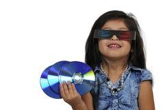Petite fille observant le film 3d Photographie stock libre de droits