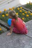 Petite fille par derrière Images libres de droits