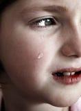 Petite fille pleurant avec des larmes Photos libres de droits