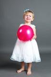 Petite fille pleurante avec le ballon rose images libres de droits