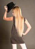 Petite fille posant avec un chapeau Images libres de droits
