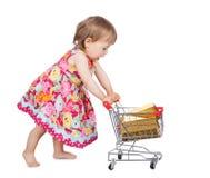 Petite fille poussant un chariot Photos stock