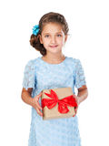 Petite fille retenant un cadeau Photo stock