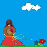 Petite fille s'asseyant sur l'herbe Image libre de droits