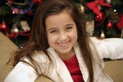 Petite fille souriant à Noël Image libre de droits