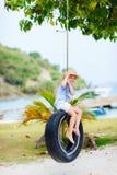 Petite fille sur l'oscillation de pneu Photos libres de droits