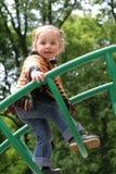Petite fille sur la cour de jeu Photo libre de droits
