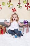 Petite fille sur la valise Image libre de droits