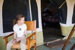 Petite fille sur le safari image libre de droits