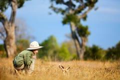 Petite fille sur le safari Photographie stock