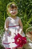 Petite fille sur un pique-nique Images stock