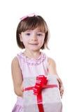 Petite fille tenant la boîte actuelle Image libre de droits