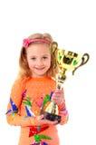 Petite fille tenant la tasse de sport Photos stock