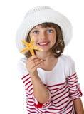 Petite fille tenant une étoile de mer Photo stock