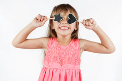 Petite fille tenant une étoile et un coeur Photo libre de droits