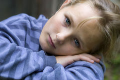 Petite fille triste Images stock