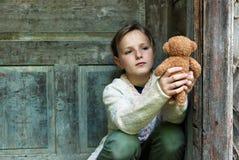 Petite fille triste images libres de droits
