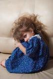 Petite fille triste. Photo stock