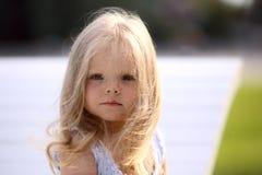 Petite fille triste blonde Photographie stock libre de droits
