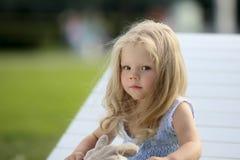 Petite fille triste blonde Image libre de droits