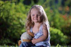 Petite fille triste blonde Image stock