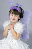 Petite fille utilisant le costume féerique Photo stock