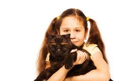Petite gentille fille avec le chat noir brouillé Photographie stock