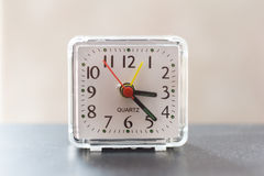Petite horloge de bureau Photos stock