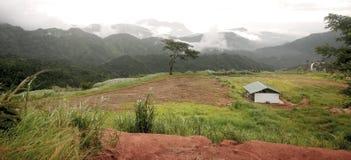 Petite hutte sur le dessus de la montagne Photos libres de droits