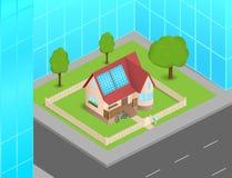 Petite maison avec les piles solaires entre les gratte-ciel Images libres de droits