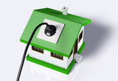 Petite maison reliée au courant électrique Photographie stock libre de droits