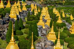 Petite pagoda dans le paysage de jardin image stock