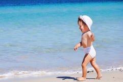 Petite petite fille heureuse Image libre de droits