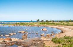Petite plage un jour ensoleillé Images stock