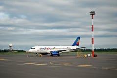 Petite planète de fin de soirée à l'aéroport de Vilnius Images stock