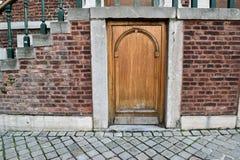 Petite porte sous l'escalier Image libre de droits