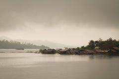 Petite rive de village Images libres de droits