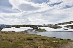 Petite route dans les montagnes Image libre de droits