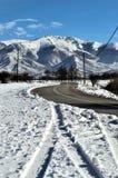 Petite route dans un paysage d'hiver Images stock