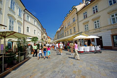 Petite rue à Bratislava Image stock