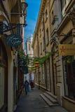 Petite rue dans Brucharest Roumanie images stock