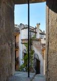 Petite rue dans la ville de Cazorla photos libres de droits