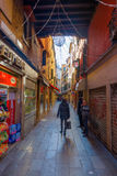 Petite rue de place du ` s de St Mark à Venise, Italie Images libres de droits