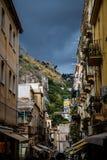 Petite rue de Taormina Images libres de droits