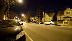 Petite rue du ` s de Chicago la nuit banque de vidéos