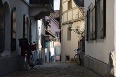 Petite rue ombragée Images stock