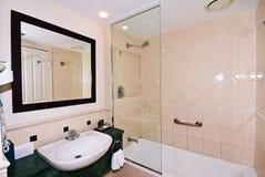 Petite salle de bains Photographie stock