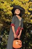 Petite sorcière dans la forêt Photos stock