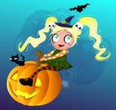 Petite sorcière sur le potiron Photographie stock libre de droits
