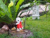 Petite statue de Bouddha dans le jardin thaïlandais, Koh Samui Photos stock